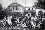 Snímek z kroniky Bildband Klantendorf - lázně v roce 1930.