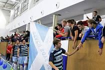 Až do celostáního osmifinále se probojovali futsalisté týmu Beach Boys Odry (dresy s pruhy). Favoritovi z Hradce Králové nakonec v domácí hale podlehli 2:4.