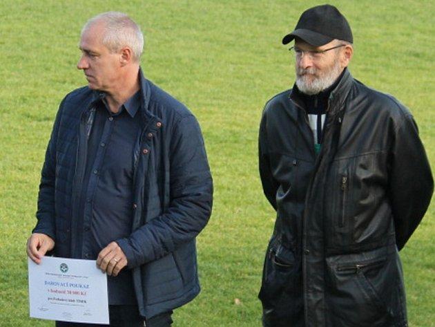 Předseda Okresního fotbalového svazu Nový Jičín Antonín Patka (vpravo) na snímku s předsedou Moravskoslezského krajského fotbalového svazu Karlem Kulou.