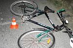 Policisté pátrají po řidiči bílé Škody Felicia, který ve Velkých Albrechticích srazil cyklistu.