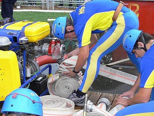 Špičková hasičská družstva z celé republiky se sjela v sobotu 5. září v Mošnově na soutěži o Pohár generálního ředitele HZS ČR a Prezidenta Asociace velitelů HZSP.