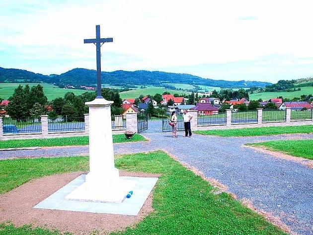 Hřbitov v Hostašovicích.