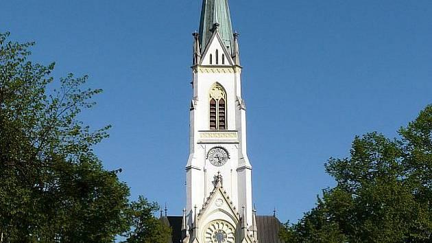 Kostel svatého Bartoloměje se otevírá úderem osmnácté hodiny.