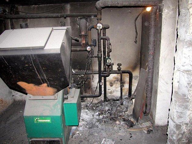 Prostory kotelny v Děrném, kde požár způsobil pětadvacetitisícovou škodu.