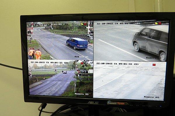 Přejezd ve Studénce monitoruje moderní kamerový systém, který uchovává celodenní záznamy sedm dnů.