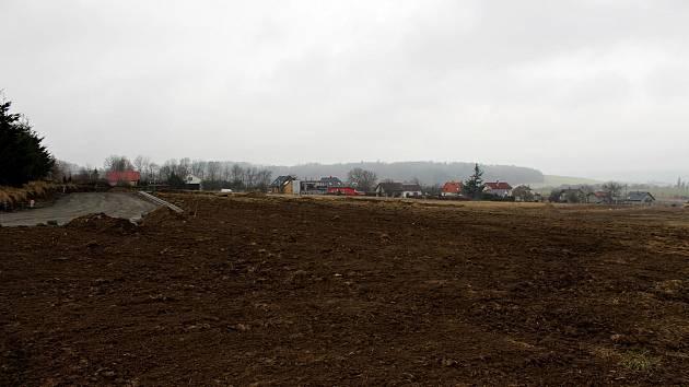 Dvanáct parcel na této ploše již vydražili zájemci o rodinnou výstavbu.