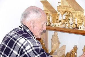 Nejstarší občan Příbora Antnonín Jařabáč rád vyřezával betlémy.