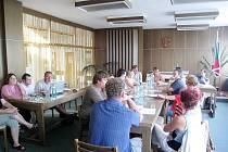 Zastupitelé Jeseníku nad Odrou řešili na svém úterním zasedání mnoho otázek ze stran obyvatelů. Ti se také ptali, proč nebyli varováni před velkou vodou.
