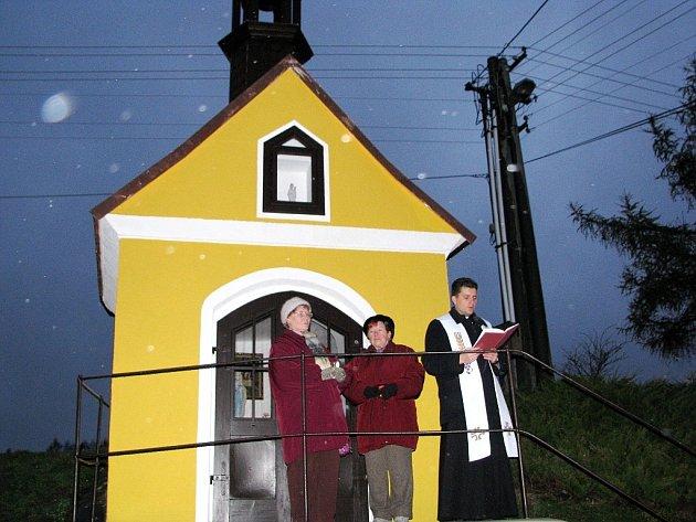 Obyvatelé nejmenší městské části bíloveckého regionu se mohou těšit z opravené kapličky. Kapličku vysvětil duchovní farář ze Sedlnic Piotr Rak.