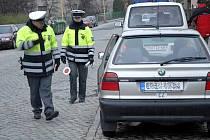 Řidiči by již neměli otálet s přezouváním letních gum za zimní. Neměli by také zapomenout na to, že od 1. listopadu je na některých úsecích komunikací povolený vjezd pouze se zimní výbavou.