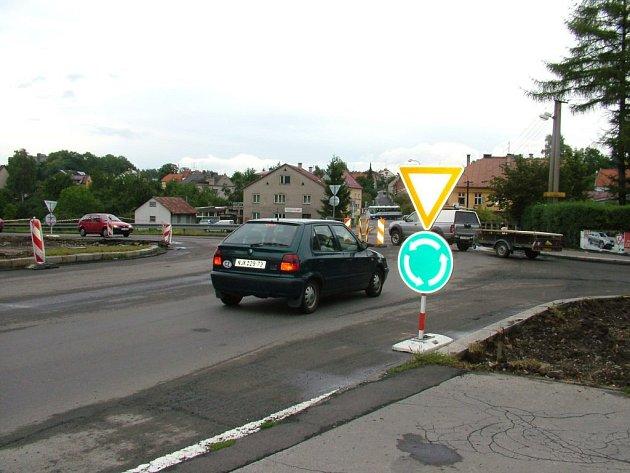 Sedmý rondel vzniká v místech křížení ulic Bezručova, Beskydská, Riegrova a U Jičínky v Novém Jičíně.