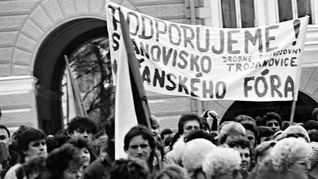 Manifestační generální stávky ve Frenštátě pod Radhoštěm se zúčastnili také lidé z Trojanovic.