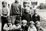 Fotografie jakubčovických dětí pořízená v sedmdesátých letech minulého století.