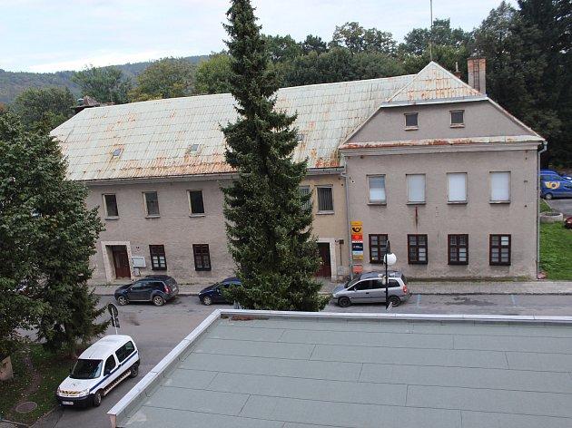 Do tohoto objektu na Radniční ulici by se mohla přestěhovat část městského úřadu v Odrách.