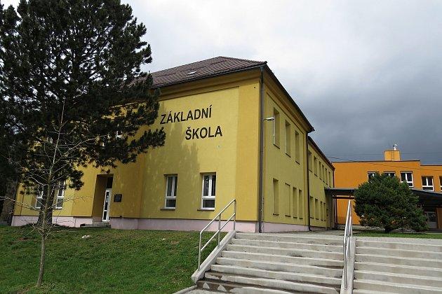 Základní škola ve Veřovicích je devítiletá.