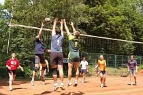 Již 12. ročník volejbalového turnaje smíšených družstev uspořádala Asociace sportu pro všechny TJ Spartak Bílovec na kurtech Na Střelnici v Bílovci.