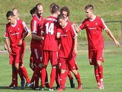 NOVOJIČÍNŠTÍ FOTBALISTÉ vstoupí do nové divizní sezony již v neděli dopoledne.