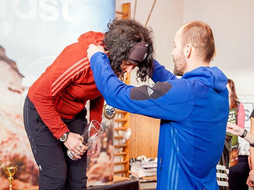 KLÁRA RAMPÍROVÁ na závěrečném ceremoniálu po extrémním závodě na nejvyšším vrcholu Beskyd.