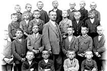 Žáci 4. třídy ve školním roce 1926 – 1927.