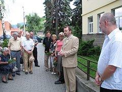 Pamětní desku obětem komunismu odhalili v pátek 27. června ve Frenštátě pod Radhoštěm.