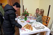 V sále kulturního domu v Rybí bylo o čtvrtém adventním víkendu k vidění na tři desítky betlémů. Tradiční dřevěné a papírové kousky doplnil také háčkovaný či voskový betlém.