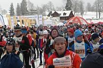 Bílovecký František Galík (v popředí se startovním číslem 6143) se už pošesté zúčastnil populární  Jizerské padesátky a ve své kategorii se znovu umístil v popředí.