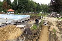 V areálu koupaliště v Libotíně ve Štramberku je teď velké staveniště.