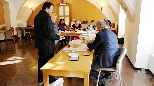 Ve Fulneku to voliči nemají snadné. Na patnáct křesel v zastupitelstvu je 150 kandidátů z deseti kandidátek.