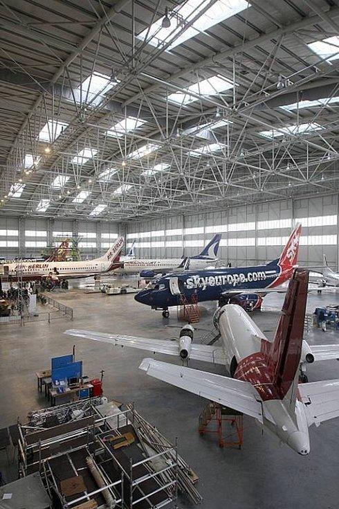 Už šedesát letounů prošlo zhruba za rok opravárenským a servisním centrem Job Air – CEAM.