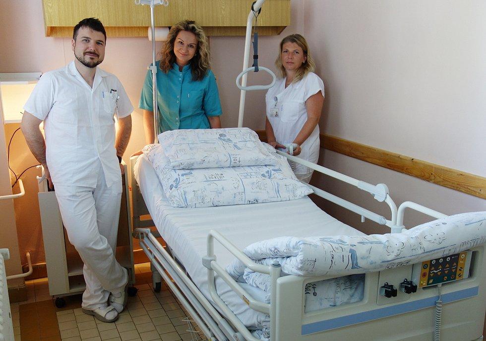 Nové polohovací postele nakoupila Nemocnice v Novém Jičíně.