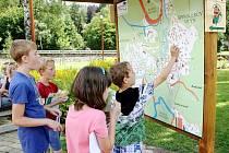 Děti ze základní školy v Suchdole nad Odrou se už brzy dočkají nového školního arboreta, které vyroste v areálu tamní školy. Ilustrační foto.