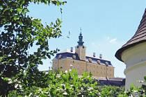 Barokní zámek je asi nejpůsobivější dominantou Fulneku.