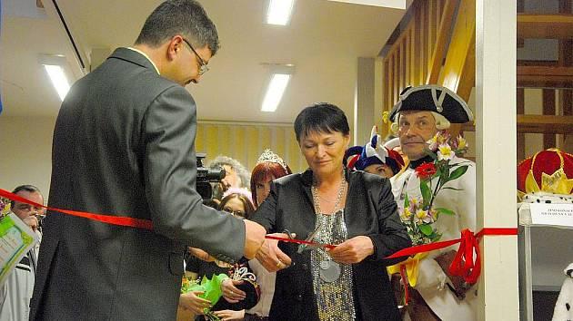 Známá a oceňovaná dabérka Valerie Zawadská slavnostně otevřela Síň slávy Ceny Miroslava Moravce v Sedlnicích.