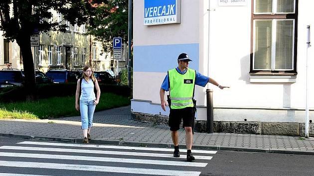 První zářijový den uvede do pohotovosti nejen školáky, ale na mnoha místech také strážníky městských policií i policisty.