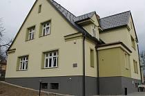 Deset osob s mentálním postižením našlo nový domov v nově zrekonstruovaném chráněném bydlení v Sedlnicích. Přestěhovali se tam začátkem března z nevyhovujícího Zámku Nová Horka.