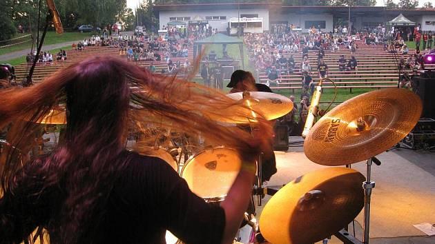 Jičínfest připravil bohatý program pro vyznavače rocku, metalu i dalších méně známých hudebních žánrů. Začátkem festivalu doprovázela skupina Be Fading Fast z Nového Jičína či studénecké uskupení Slow Tension.