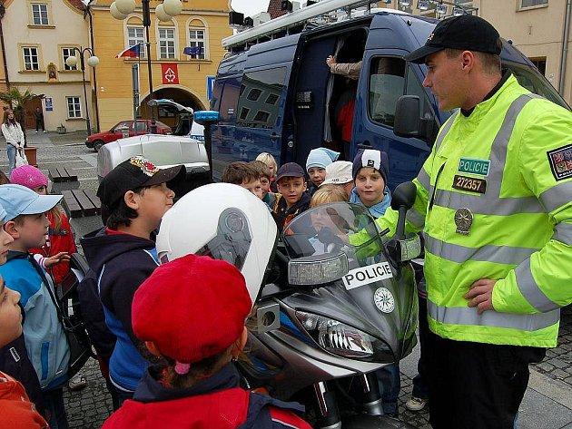 Přehlídku vybavení policie si užívaly také děti.