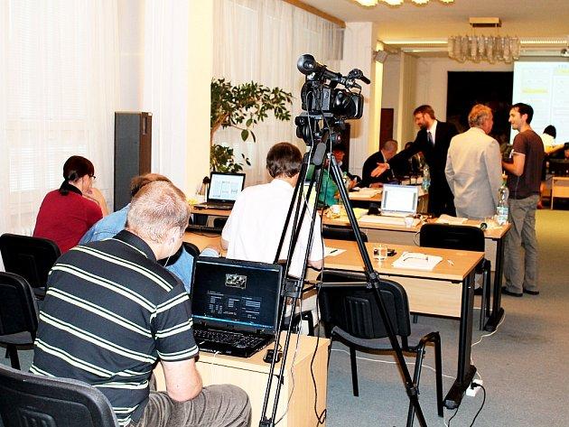 Přímý přenos ze zasedání frenštátských zastupitelů mohli zájemci vidět pouze letos v červnu. Další možná budou až po podpisu nové smlouvy s dodavatelem místního zpravodajství.