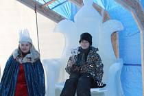 Čapí žena, Sluneční stéla, Ledová žena, Ona/On – to jsou názvy některých ze soch, jež vyrostly v rámci 16. ročníku sochařského sympozia Sněhové království 2014 na Pustevnách.