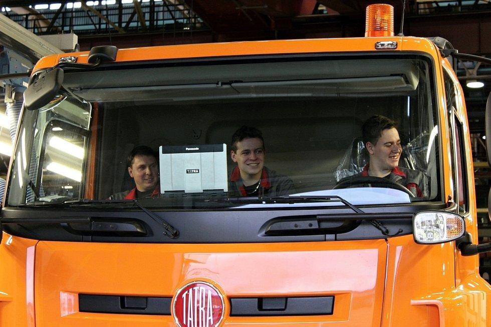 První Tatru Phoenix 4x4 sestavila desítka studentů z Třebíče. Tatra bude jezdit pro Krajskou správu a údržbu silnic Vysočina.