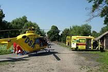 Zraněného cyklistu přepravil vrrtulník do ostravské nemocnice.