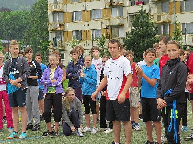 V pátek 7. června se do sportovního areálu Základní školy Pohořská v Odrách sjeli mladí sportovci z celého Novojičínska. Konalo se tam totiž okresní kolo Odznaku všestrannosti olympijských vítězů (OVOV).