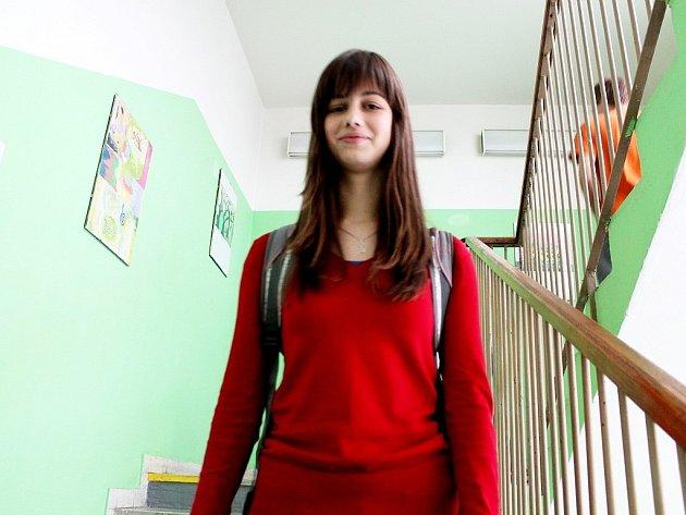 Sedmnáctiletá Zuzana Hanzelková z frenštátského gymnázia se probojovala do celostátního finále chemické olympiády.