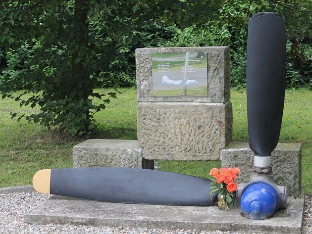 Vzpomínka na tragickou havárii vojenského letadla.