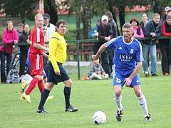 Fotbalisté Starého Jičína (na snímku záložník Daniel Petr) naposledy remizovali s Vlčovicemi a zůstávají pátí. Foto: