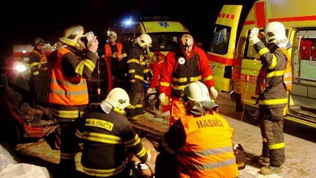 Na novém úseku dálnice D1 mezi Hladkými Životicemi a Studénkou se již stala první dopravní nehoda. Jeden člověk při ní na místě zemřel.l