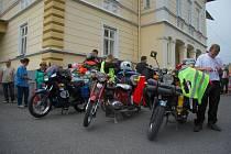 Čtyři odvážlivci vyrazili v pátek 5. července dopoledne z obce Tichá na Novojičínsku na čtyřicetidenní pouť na třech motocyklech značky Jawa.