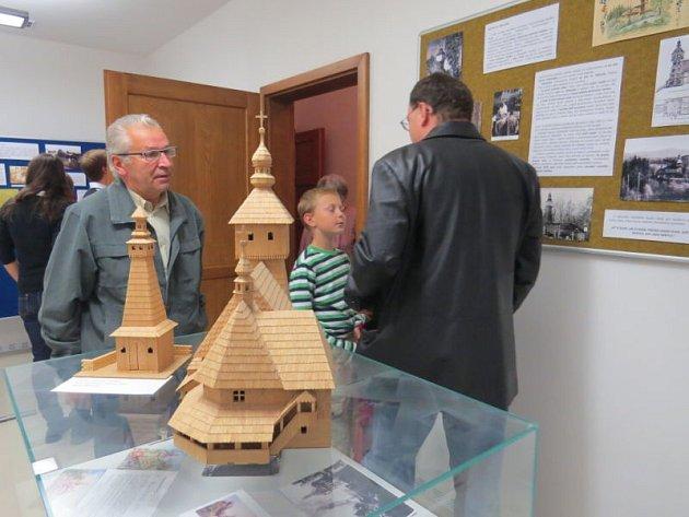 V nově zrekonstruovaných prostorách kulturního domu v Tiché byla otevřena stálá výstava, jež připomíná historii obce i místní významné občany.