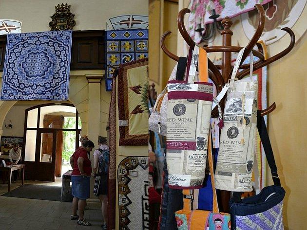 Výstava věnovaná textilní technice zvané patchwork.
