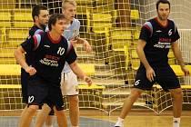 Házenkáři Trnávky (v tmavém) skončili v letošním ročníku 2.  ligy na desátém místě.